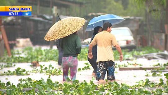 Chuva provoca cheia de rios e causa prejuízos em diversas regiões do RS
