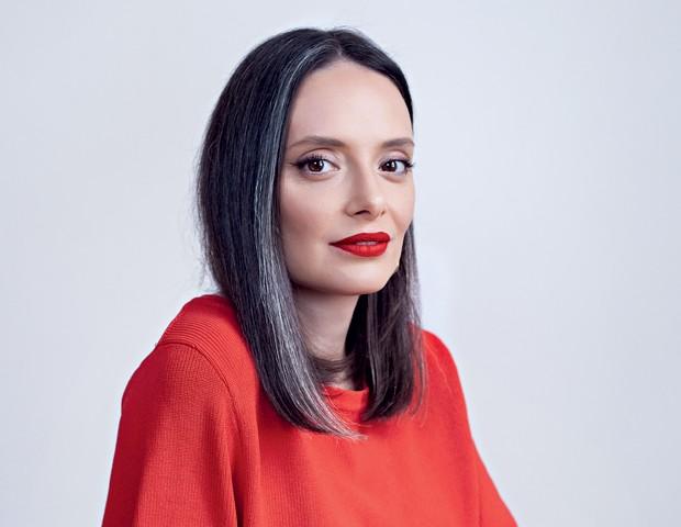 Marca registrada da editora de beleza Vânia Goy: a mecha de cabelo branco (Foto: João Bertholini)
