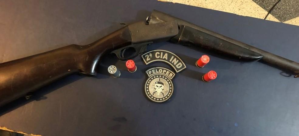 Donos das armas foram presos em flagrante (Foto: 2º CPM/I/Divulgação)