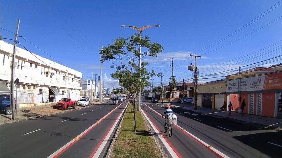 -  Avenida Rogaciano Leite, em Fortaleza, ganha novos 2,5 km de ciclofaixas  Foto: Divulgação/Secretaria de Conservação e Serviços Públicos