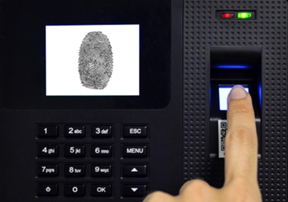 Condenados que prestam serviços à comunidade vão registrar ponto eletrônico na PB  — Foto: Ascom PRF/Divulgação