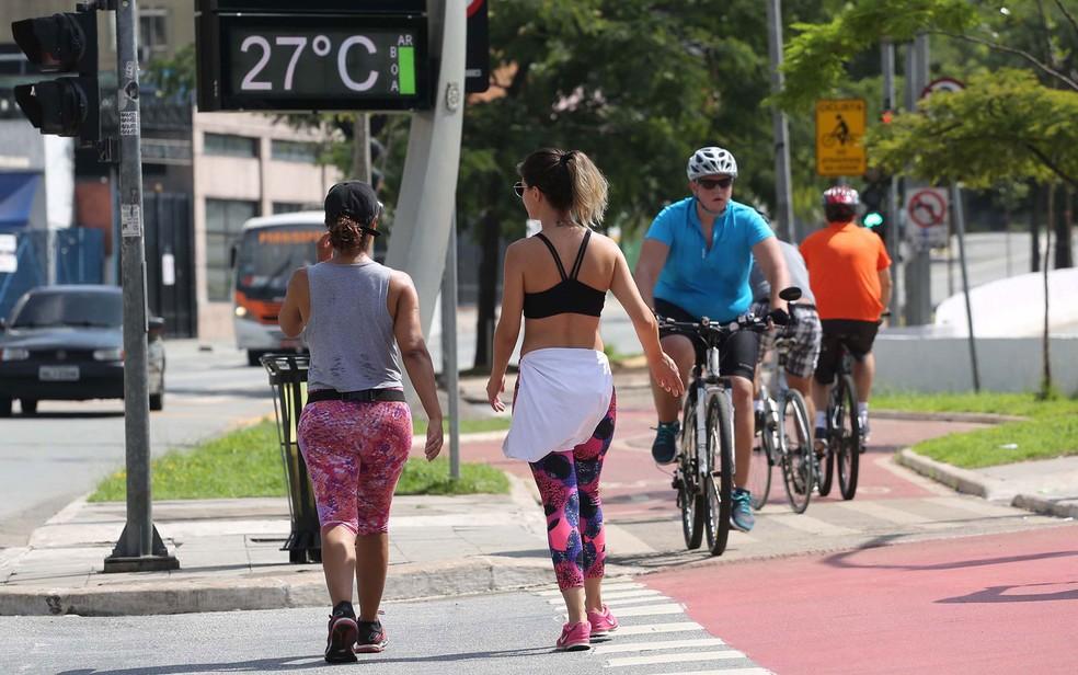 Termômetro registra 27ºC na Avenida Faria Lima, em São Paulo (SP), neste domingo (18) (Foto: Renato S. Cerqueira/Futura Press/Estadão Conteúdo)
