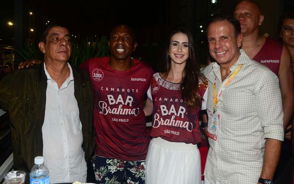 João Doria posa com o cantor Zeca Pagodinho e o ex-jogador Amaral (Foto: Eduardo Martins / AGNEWS)