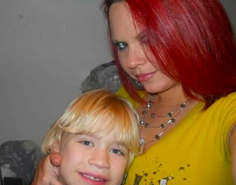 O filho do ator Corey Haim (1971-2010) com a mãe (Foto: Redes Sociais)