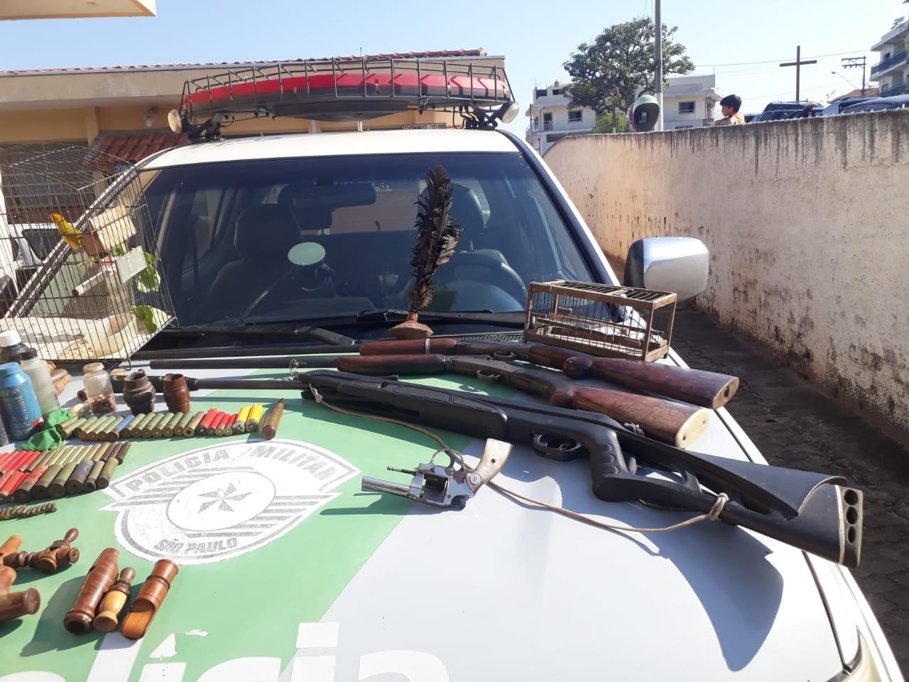 Homem é detido com armas, munições e ave em cativeiro em Cunha - Notícias - Plantão Diário