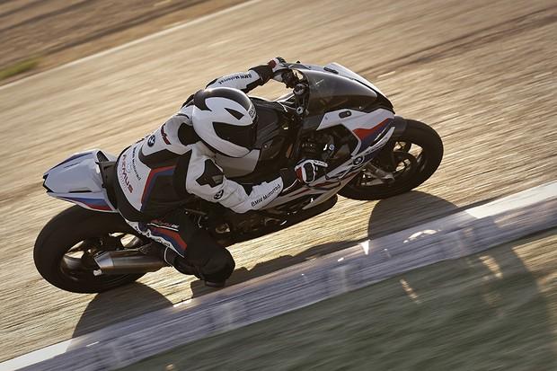Com as modificações do pacote M, a moto terá uma estabilidade maior e uma dirigibilidade mehor (Foto: Divulgação)