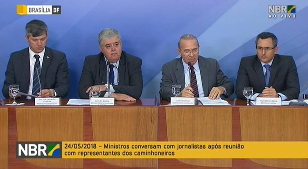 Da esquerda para a direita: o ministro dos Transportes, Valter Casimiro, o ministro-chefe da Secretaria de Governo, Carlos Marun, o ministro-chefe da Casa Civil, Eliseu Padilha e o ministro da Fazenda, Eduardo Guardia