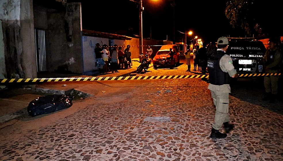 Homem foi morto a facadas pelo vizinho em Parnaíba (Foto: Kairo Amaral/TV Clube)
