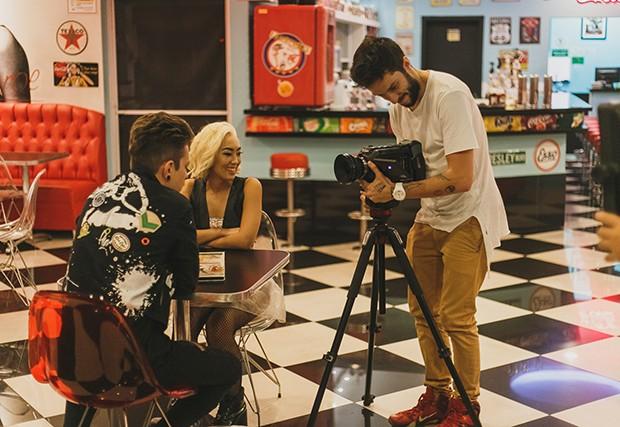 Ana Hikari grava clipe do grupo de b-pop Wibe (Foto: Divulgação)