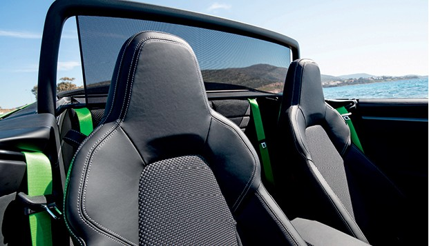 Porsche 911 Carrera S Cabriolet - Muitos dos equipamentos são opcionais, o que eleva ainda mais o preço: a unidade testada chegou a salgados R$ 758.619 (Foto: Divulgação)