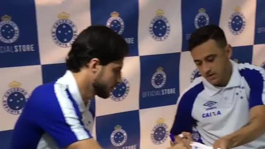 Cruzeiro promove noite de autógrafos com Hudson, Robinho e Thiago Neves