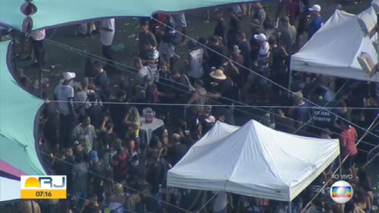 Globocop flagra baile lotado na Vila do João