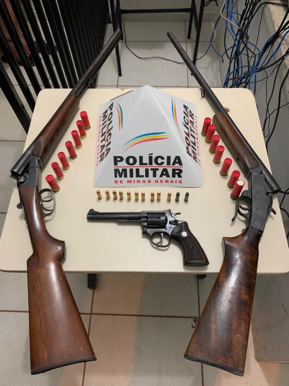 Motorista tenta fazer retorno ao ver blitz e acaba preso com armas e munições em Unaí