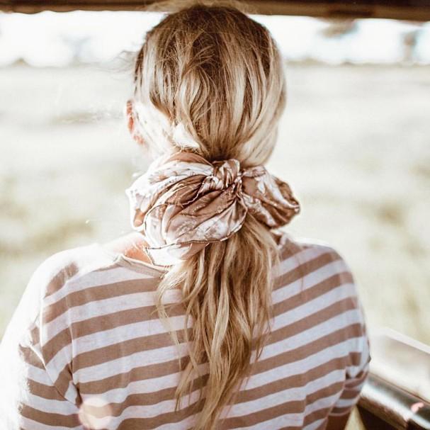 Lenço no cabelo (Foto: Reprodução/Instagram)