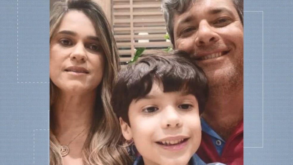 Família que estava na casa e foi soterrada em deslizamento em Santa Leopoldina; pai morreu, mas mãe e filho conseguiram se salvar — Foto: Reprodução/ TV Gazeta