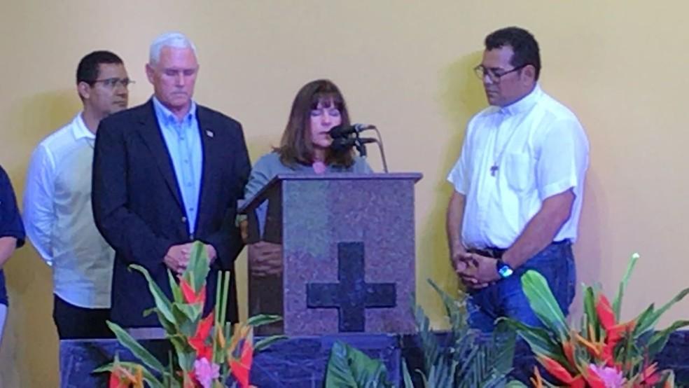 Pronunciamento encerrou com uma prece em inglês conduzida pela segunda-dama (Foto: Camila Henriques/G1 AM)