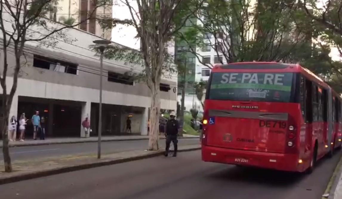 Motorista de ônibus é agredido após acidente com ciclista em Curitiba, diz Guarda Municipal - Notícias - Plantão Diário