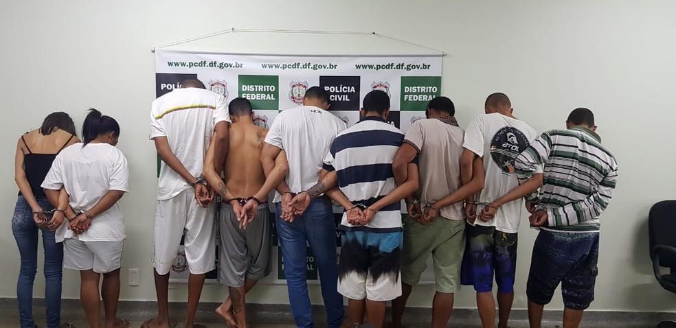 4ce595679c807 ... Dez pessoas foram presas na operação Falco que também apreendeu armas e  drogas — Foto