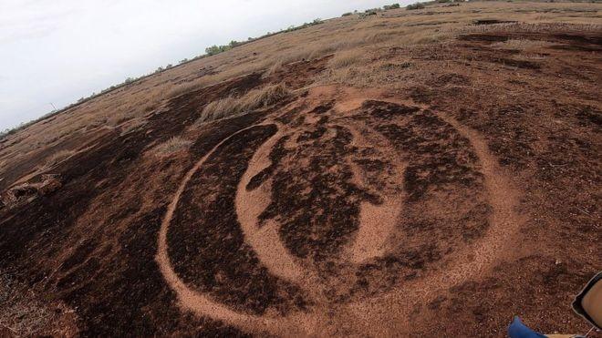 Foi criado um fundo de 240 milhões de rúpias (R$ 12,8 milhões) para novos estudos sobre os petróglifos (Foto: BBC Marathi via BBC News Brasil)
