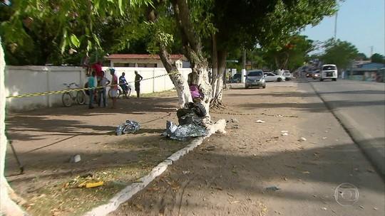 Motorista de ônibus perde controle, sobe calçada e mata dois pedestres no Grande Recife