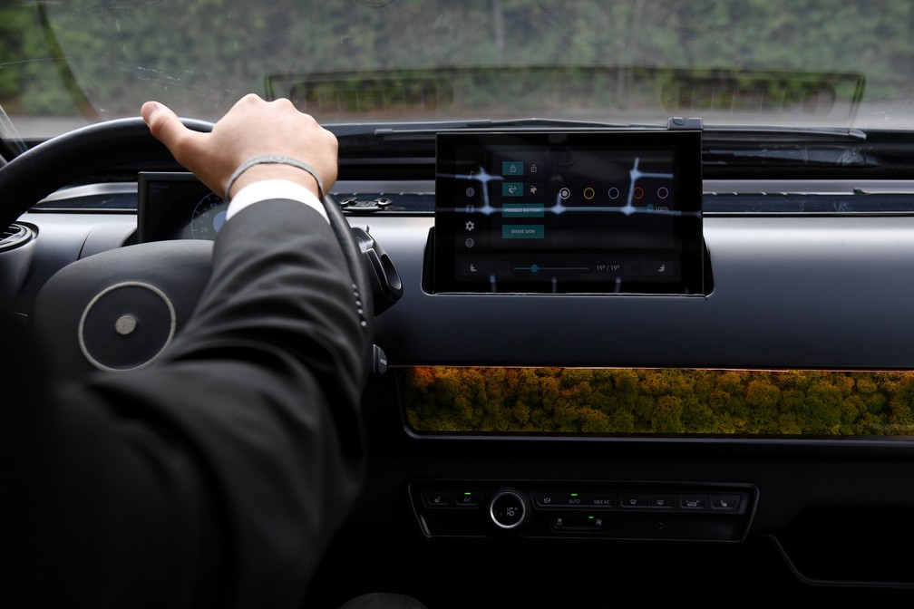 Sono Motors desenvolveu carro elétrico movido a energia solar que possui centra multimídia moderna (Foto: Andreas Gebert/Reuters)