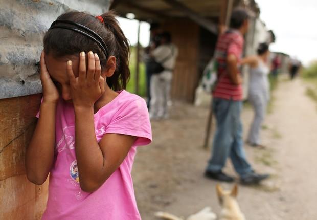 Criança chora em Tegucigalpa, Honduras (Foto: Getty Images)
