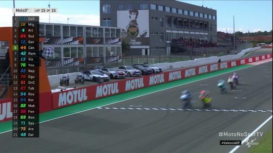 Última volta da Moto3 no circuito Ricardo Torno, GP de Valência.