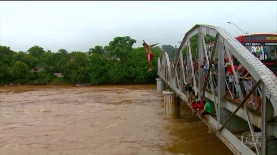 Número de atendimentos a vítimas de acidentes na água cresce 20% em São Paulo