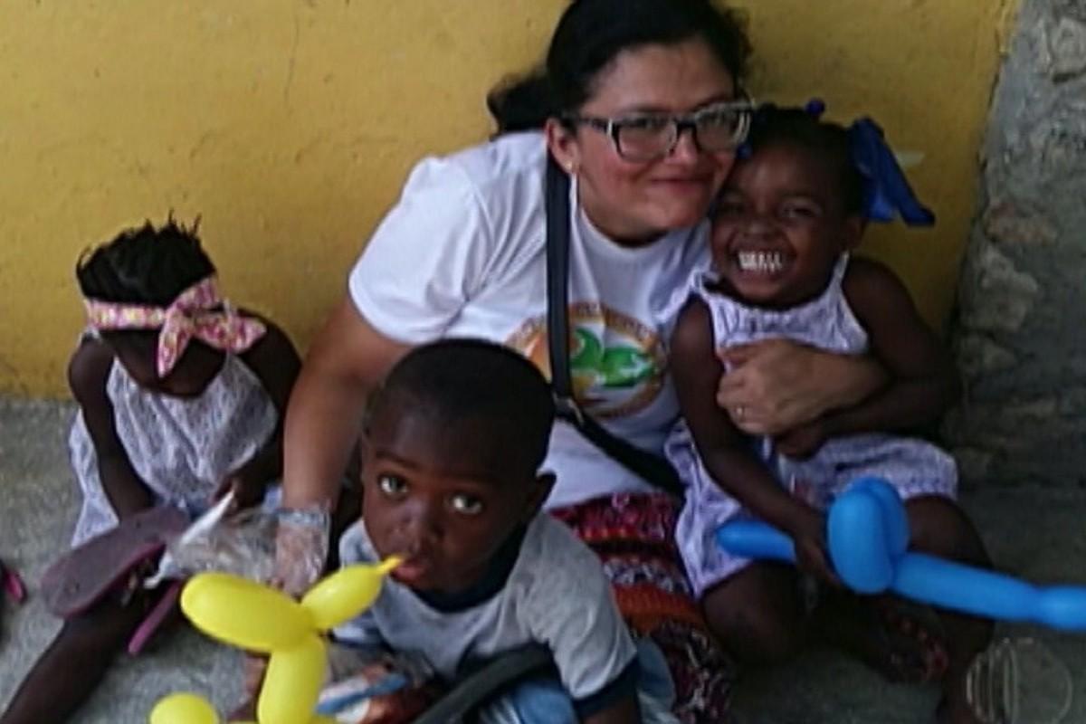Professora de Suzano viaja o mundo para ajudar crianças carentes