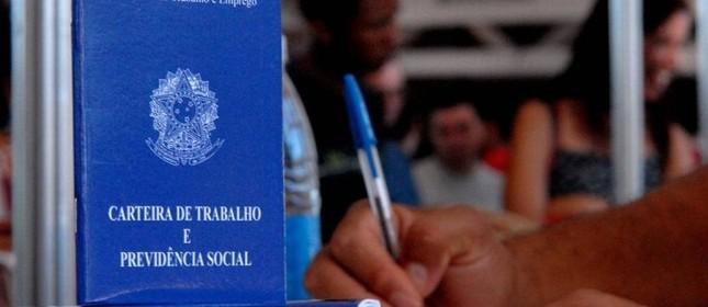 Carteira de Trabalho (Foto: Agência Brasil)