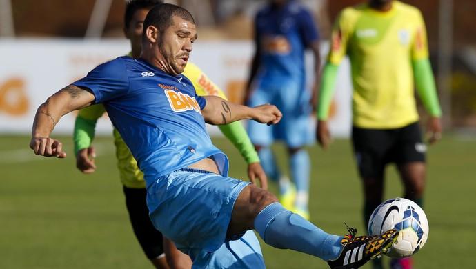 Nilton quer aproveitar chance diante do Criciúma para retomar titularidade