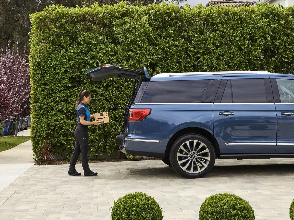 Ford e Amazon fazem parceria para a entregas em carros — Foto: Ford/Divulgação