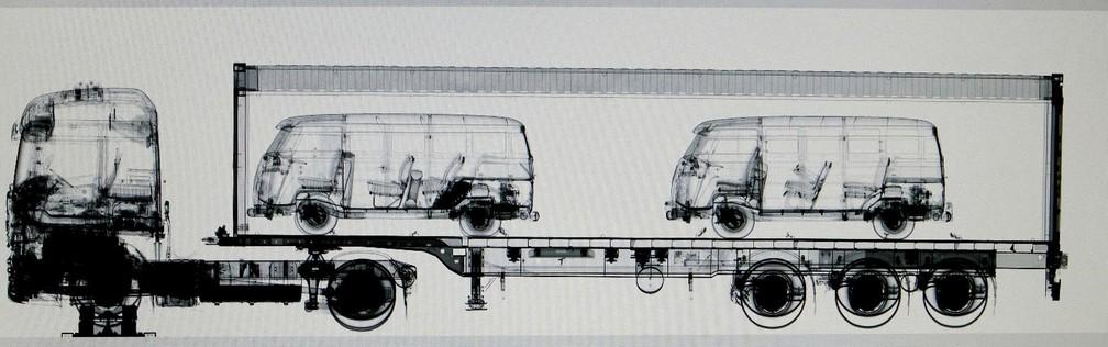 Kombi pertencia a um lote com outros veículos antigos exportados do Brasil — Foto: Divulgação/Alfândega de Hamburgo