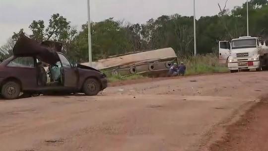 Corpo de mulher que morreu em batida de carreta é resgatado mais de 16 horas após acidente