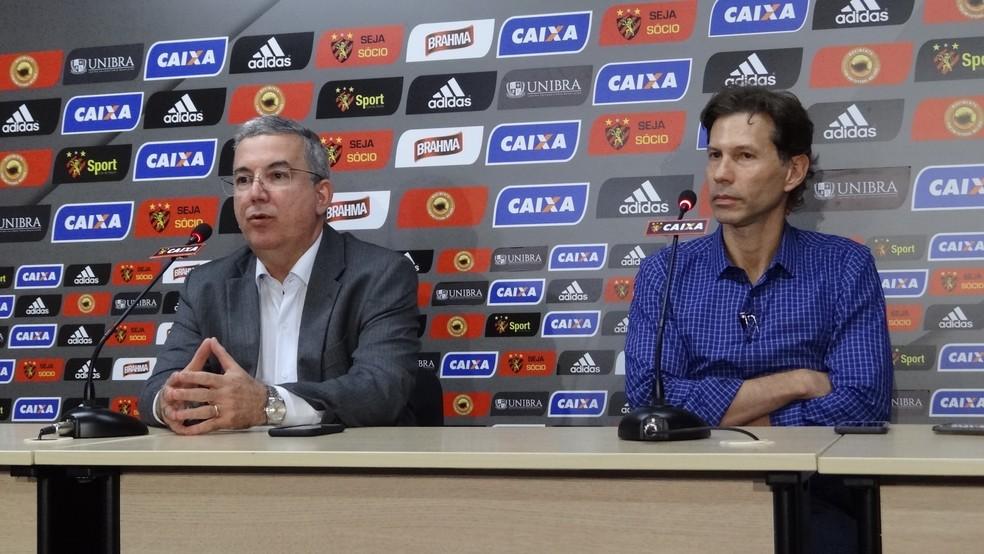 Gustavo Dubeux garantiu que diretoria vai se reunir para decidir o futuro do Sport na reta final da Série A (Foto: Daniel Gomes)