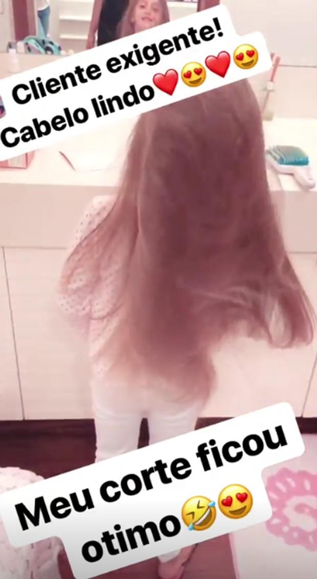 Eva Huck mostra balanço dos cabelos após corte feito por Angélica (Foto: Reprodução/Instagram)
