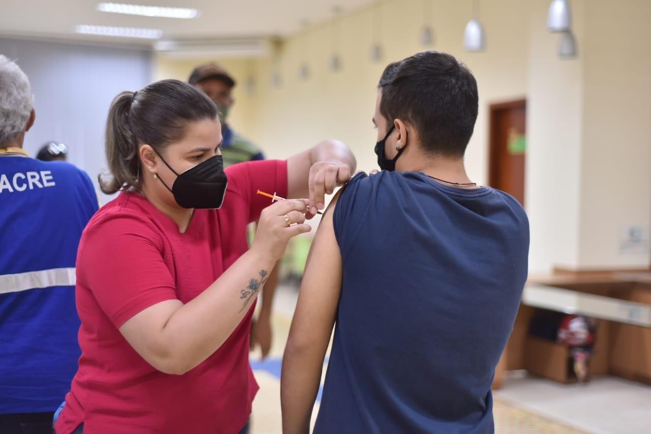 Saúde de Rio Branco segue com imunização contra a Covid-19 de jovens acima dos 18 anos