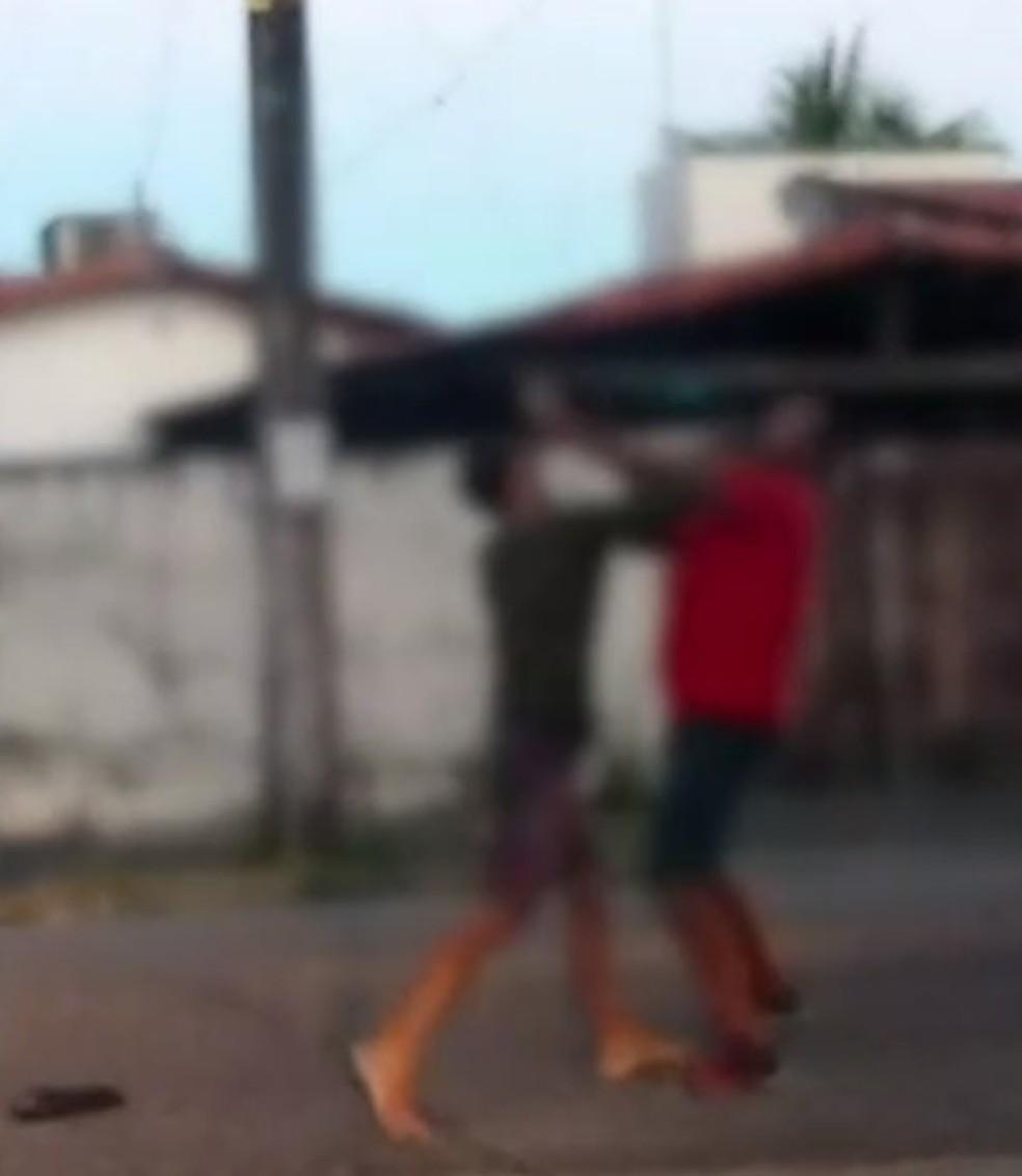 Briga foi filmada por motorista — Foto: Reprodução