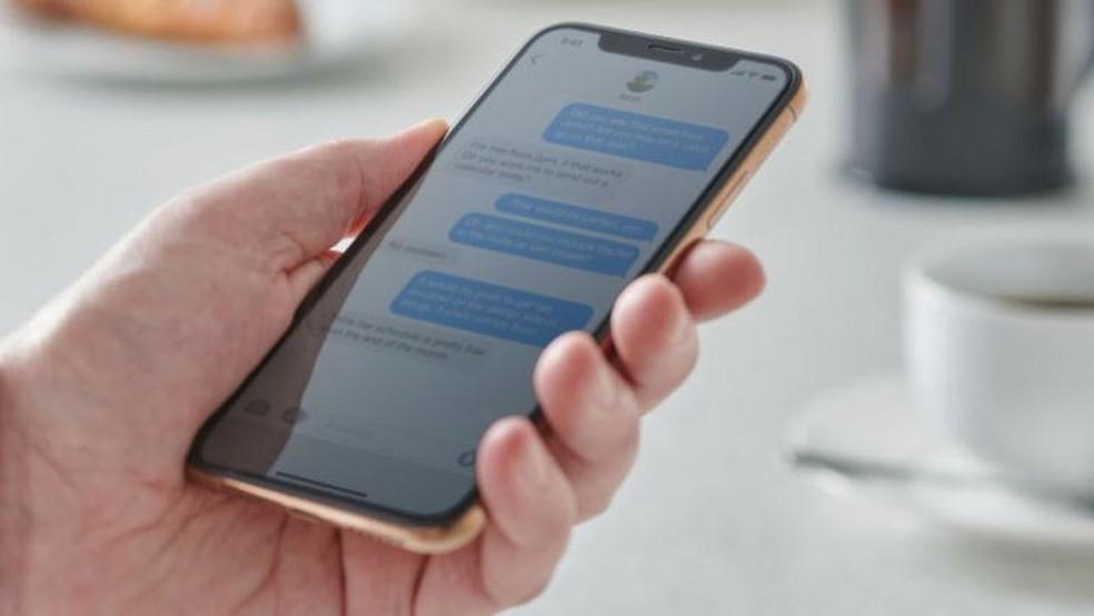 Sistema iOS integrou SMS e sua própria plataforma de mensagens — Foto: Getty Images