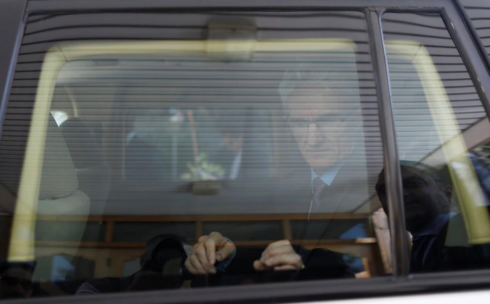 O responsável da ONU para questões humanitárias, Mark Lowcock, em sua chegada no aeroporto de Sanaa, Iêmen (Foto: Khaled Abdullah/Reuters)