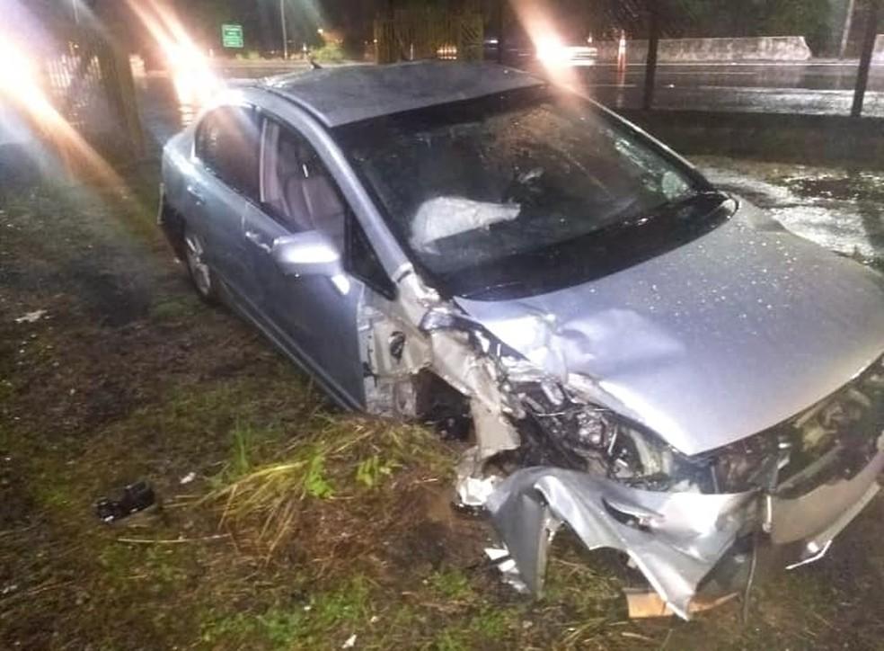 Motorista bateu em outro veículo e capotou na rodovia de Marília — Foto: Marília Urgente