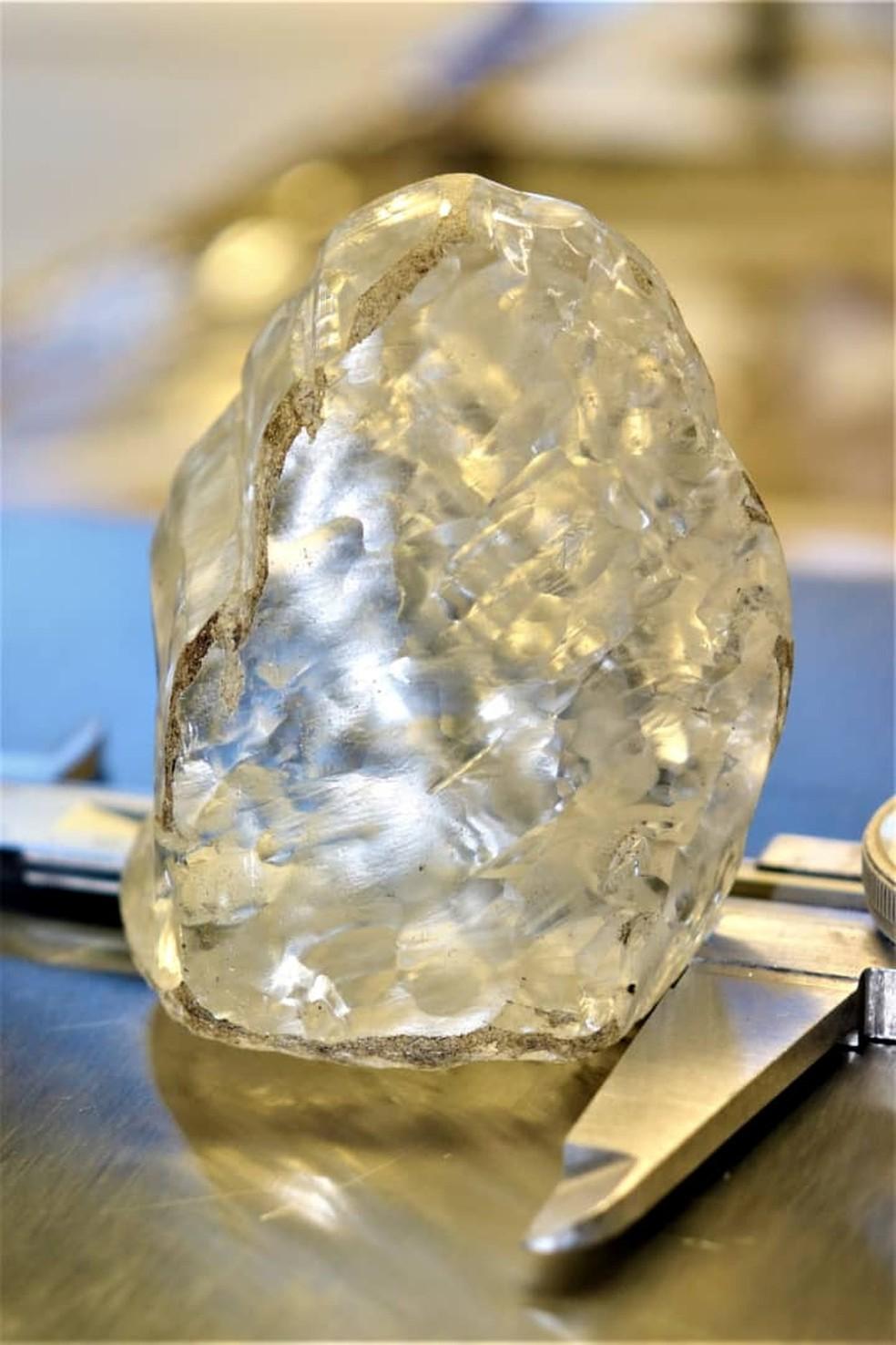 Diamante de 1.098 quilates descoberto em Botswana é considerado a 3ª maior pedra de qualidade já extraída no mundo — Foto: Debswana Diamond Company via Reuters