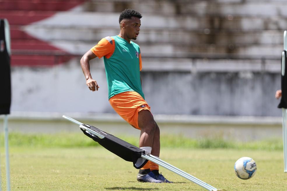 Elias foi vendido ao Athletico Paranaense em setembro — Foto: Marlon Costa/ Pernambuco Press