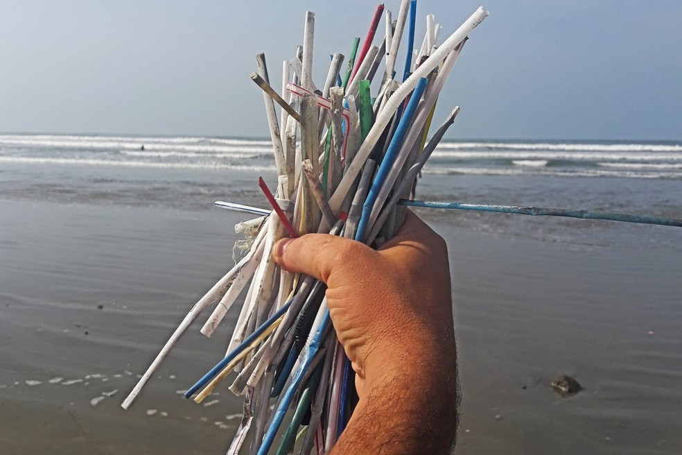 Lei proíbe a utilização de canudos de plástico (exceto os biodegradáveis) em restaurantes, bares, quiosques, ambulantes, hotéis e similares em todo o território potiguar — Foto: Ecosurf/Divulgação