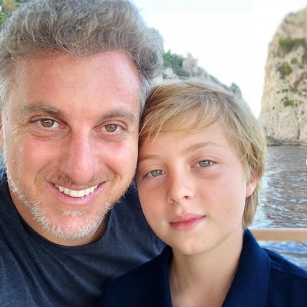 Luciano Huck e Benicio em foto postada pelo apresentador para homenagear os 11 anos do filho — Foto: Reprodução/Redes Sociais Luciano Huck