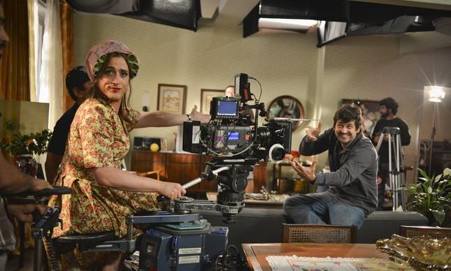 Paulo Gustavo 'assumindo a câmera' no set de 'Minha mãe é uma peça', em 2012