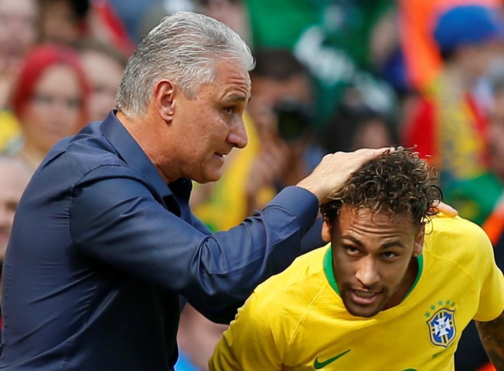 Tite comemora gol de Neymar contra a Croácia em amistoso em Liverpool (Foto: Reuters)