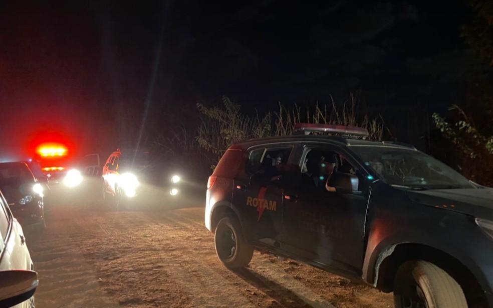 Cerco policial que procura por Lázaro Barbosa segue até a noite, em Girassol, Cocalzinho de Goiás — Foto: Guilherme Rodrigues/G1