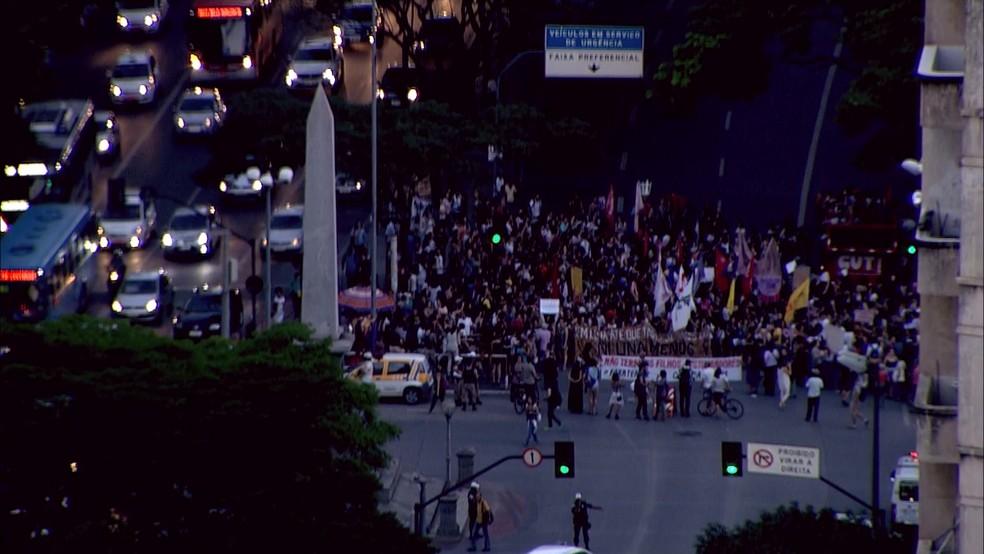 -  Mulheres protestam em BH contra pec que criminaliza aborto até em casos de estupro.  Foto: Reprodução/TV Globo