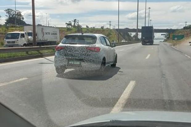 Fiat Argo aventureiro foi flagrado por leitor em Minas Gerais (Foto: Fábio Venturine/Autoesporte)